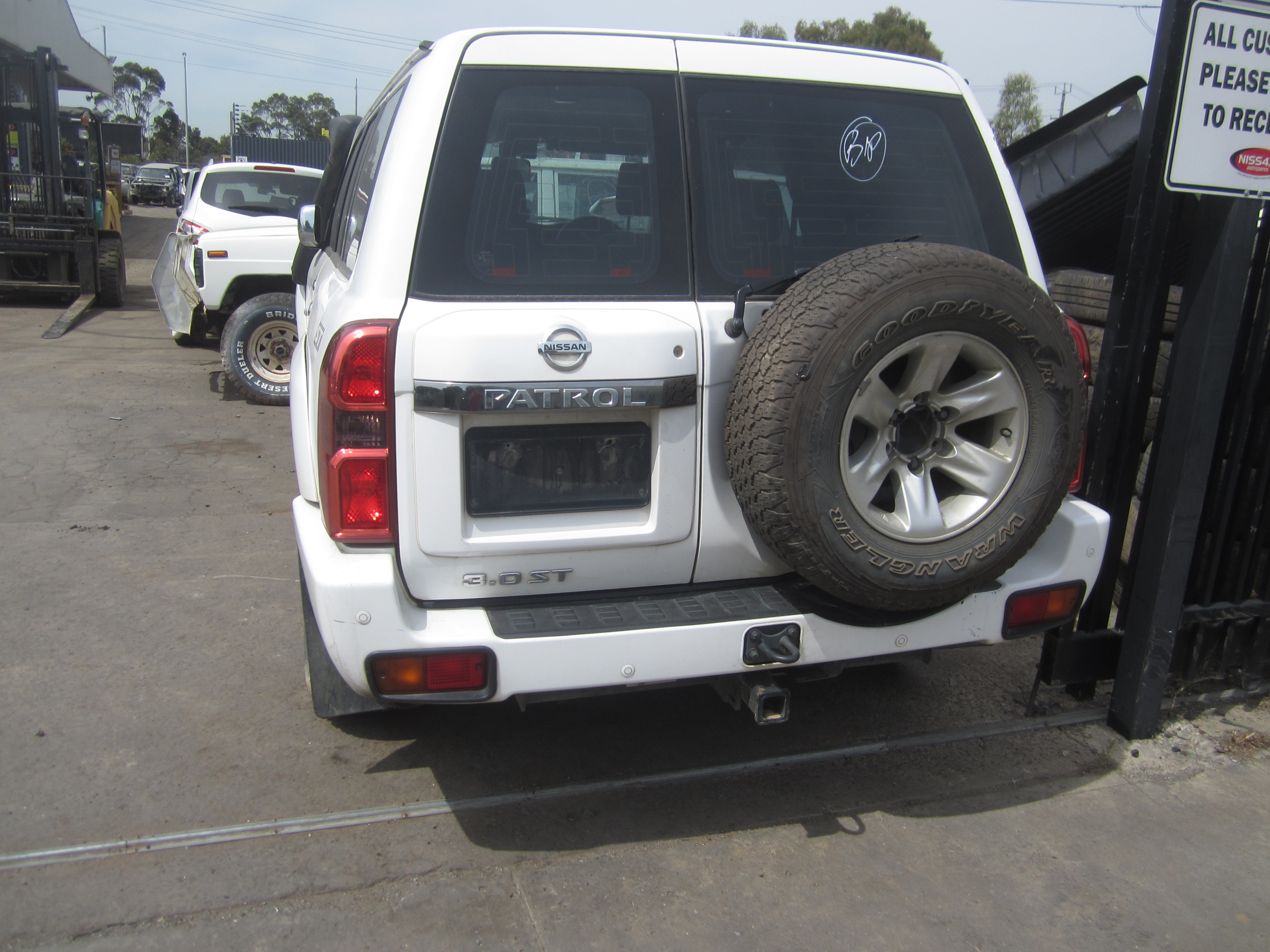 nissan patrol y61 gu st wagon zd30 turbo diesel 2012 wrecking. Black Bedroom Furniture Sets. Home Design Ideas